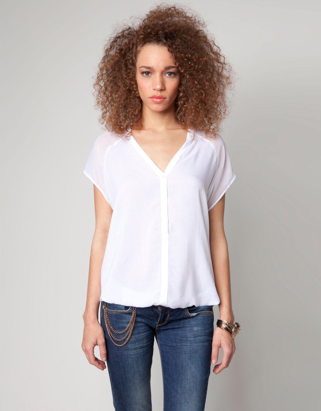 3dcbabf30b261 Estas camisas son de estilo juvenil para jóvenes.Este modelo de ropa  pertenece ...