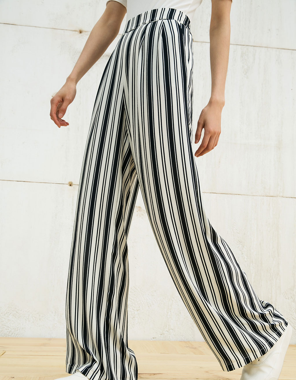 Pleated wide flowy trousers