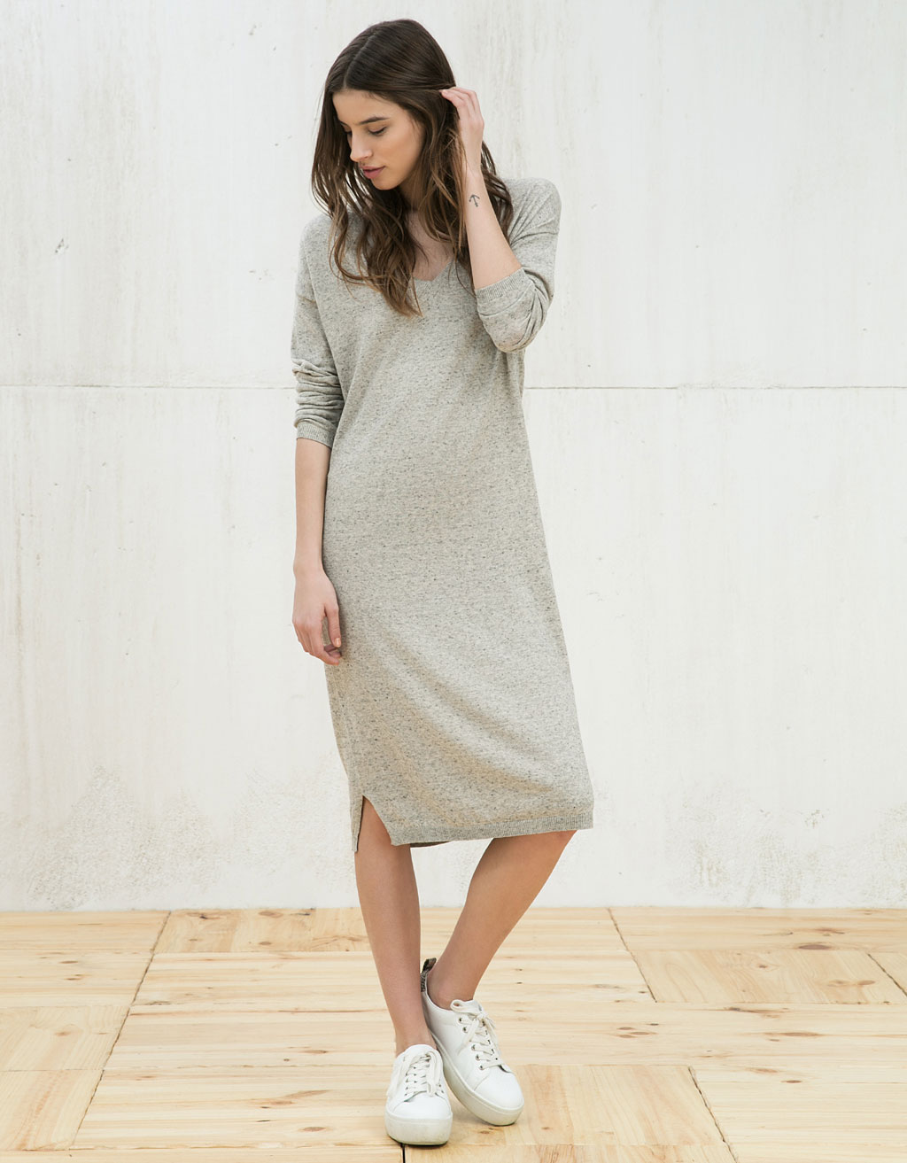 Plain V-neck dress