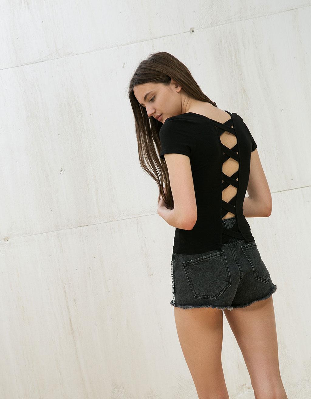 T-shirt algodão licra alças cruzadas nas costas