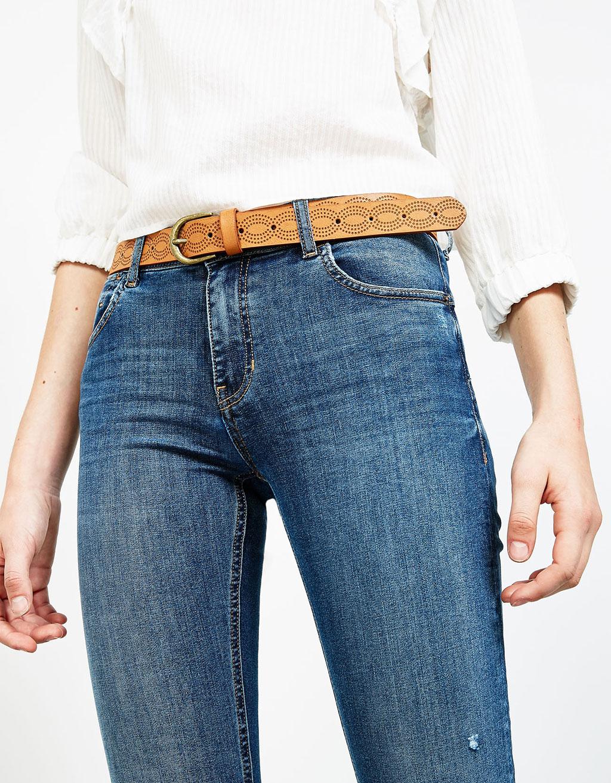 Cinturón perforado ancho