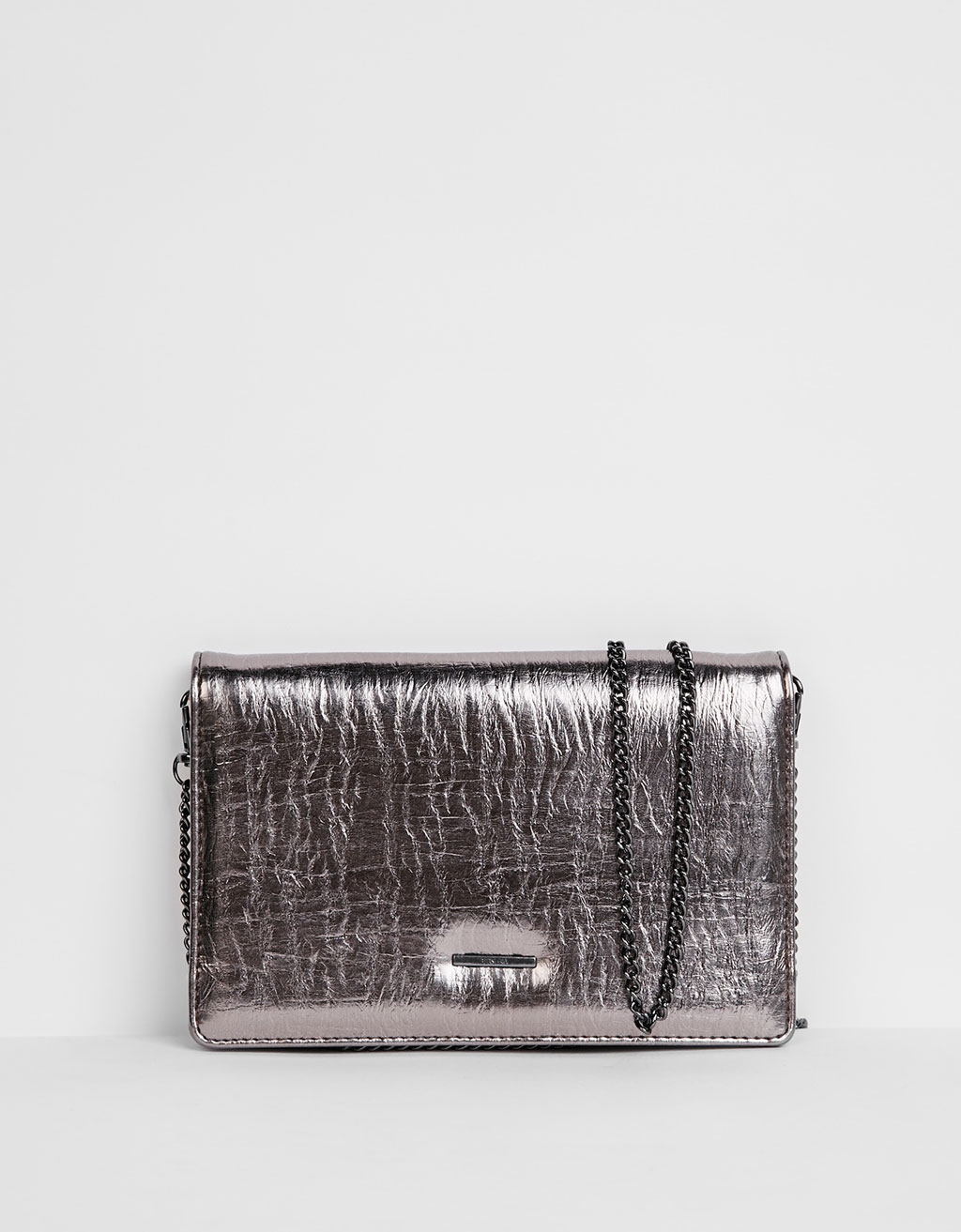 Clutch-Portemonnaie in Metallic mit Kette
