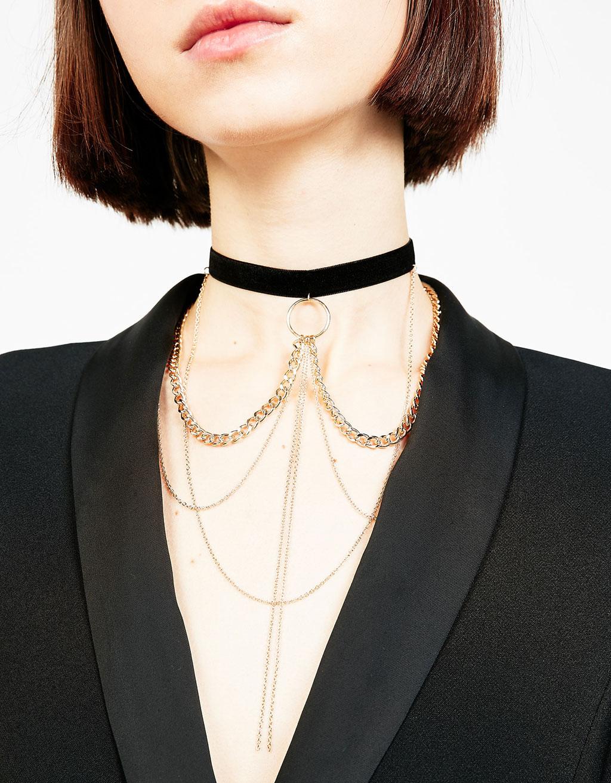 Kort halskæde i velour og flere kæder