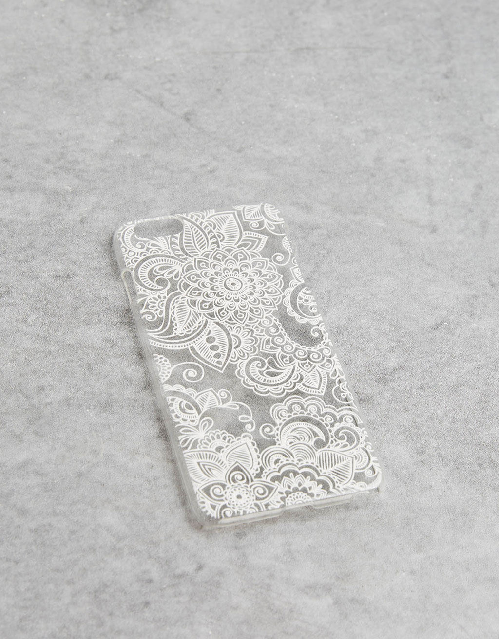 Carcasa relieve flores blancas iPhone 6 plus