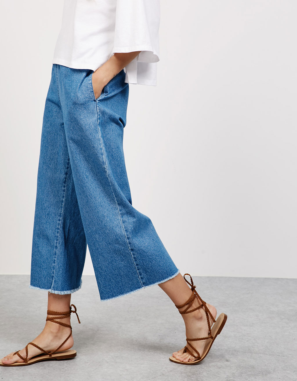 Cropped denim trousers with elastic waist