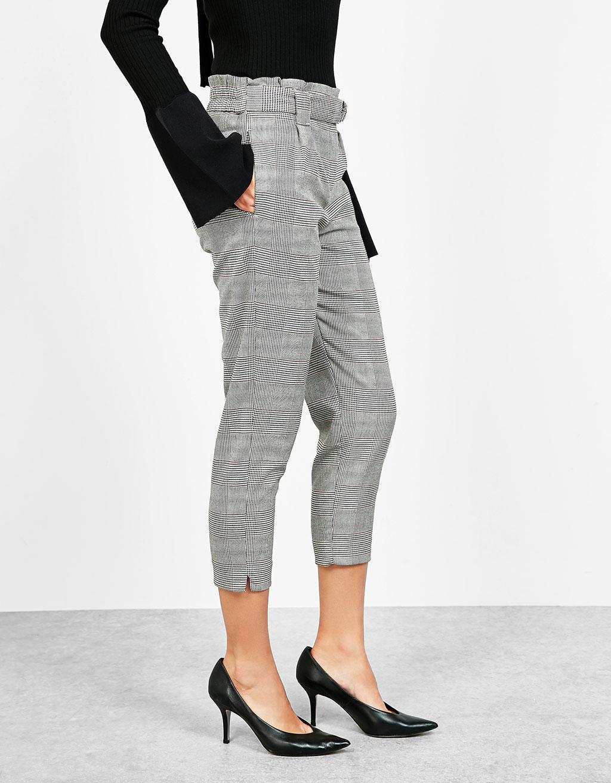 Pantalon carrotte à carreaux avec ceinture