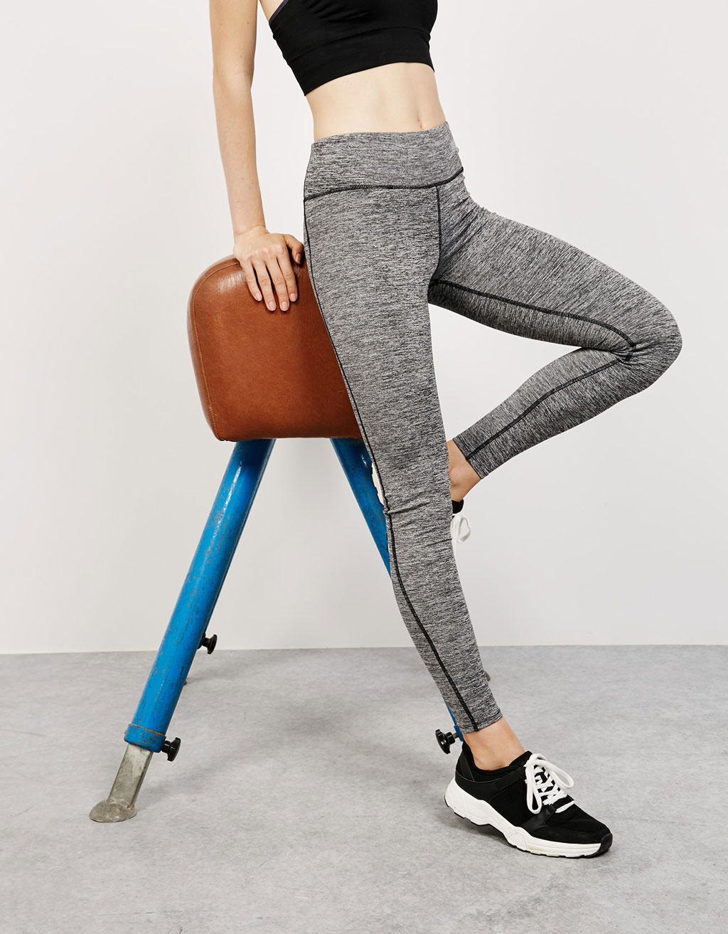 Technical sports leggings with contrasting seam detail