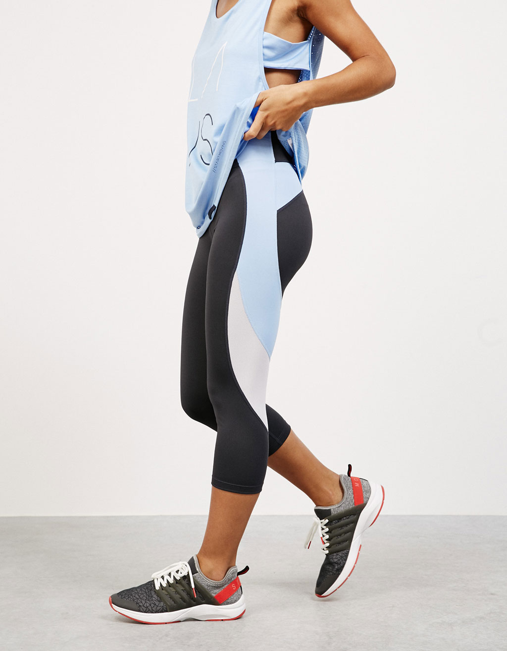Capri technical sports leggings with side bands