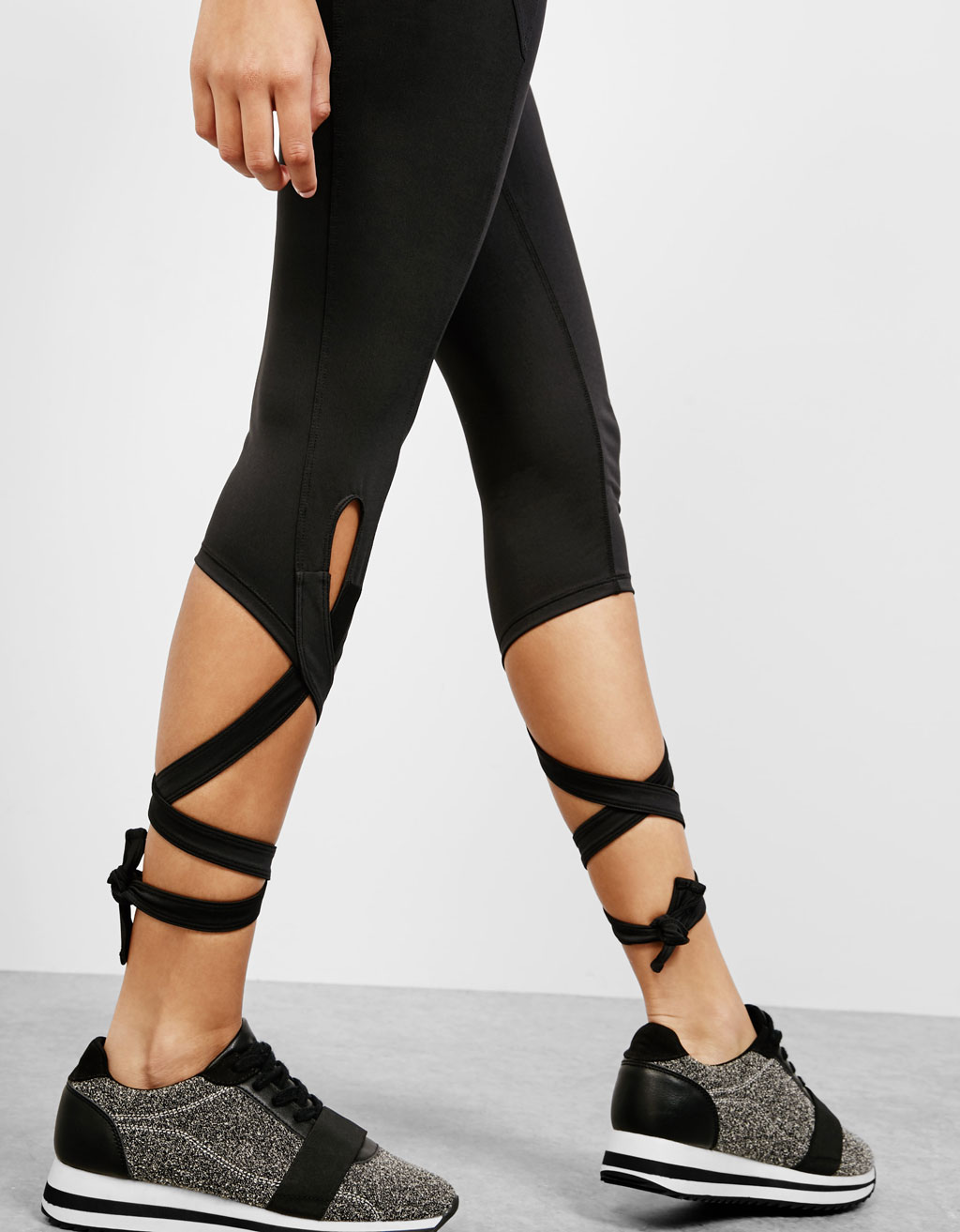 Sport capri trousers with ribbons