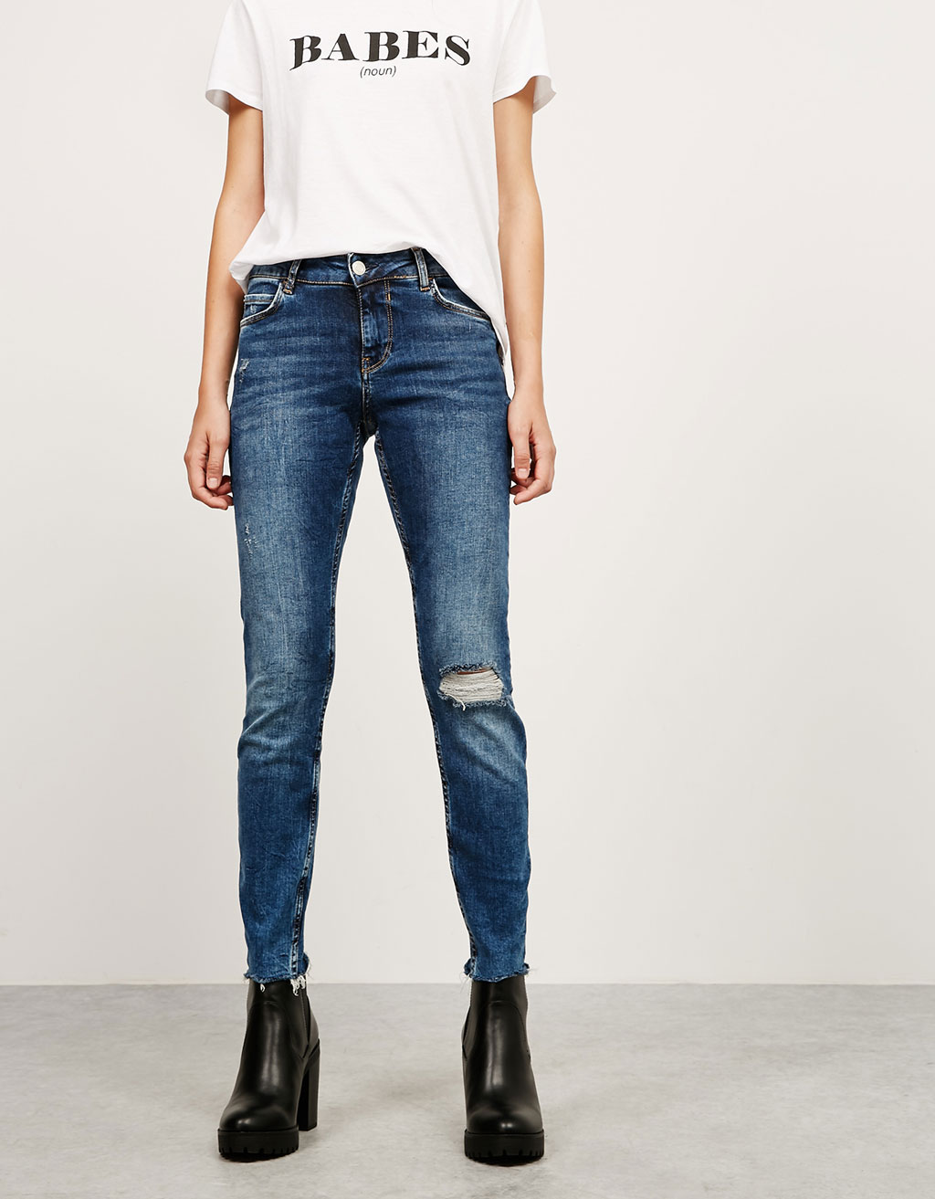 Medium rise ripped and raw hem skinny jeans