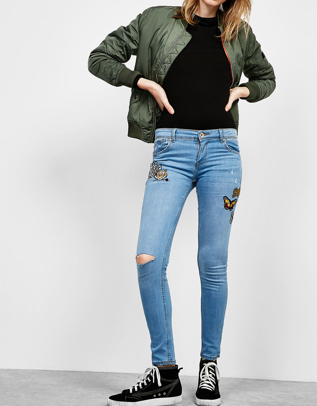 Low waist skinny jeans with floral patches