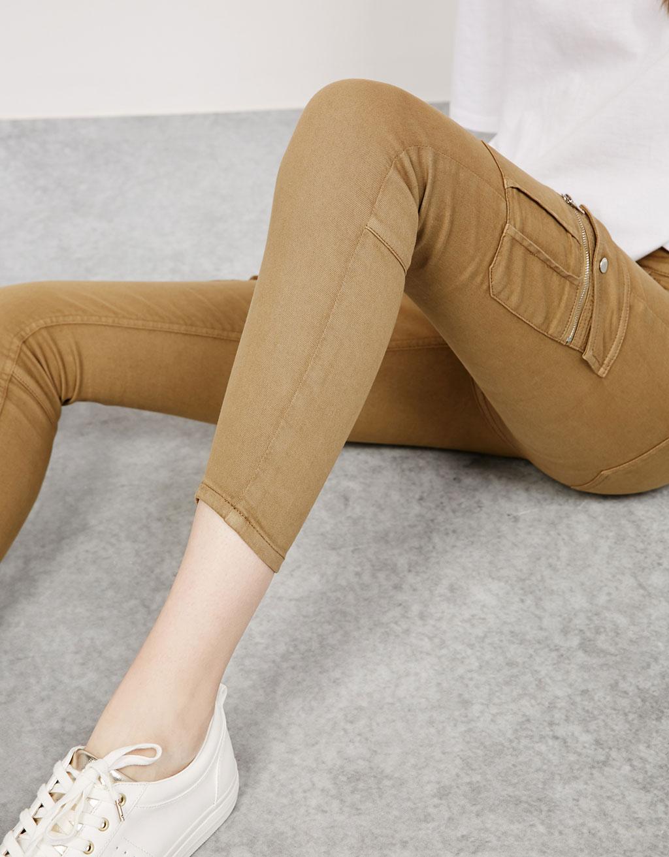 Elastic cargo trousers