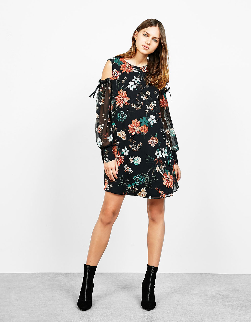 Vestido babydoll estampado off shoulder