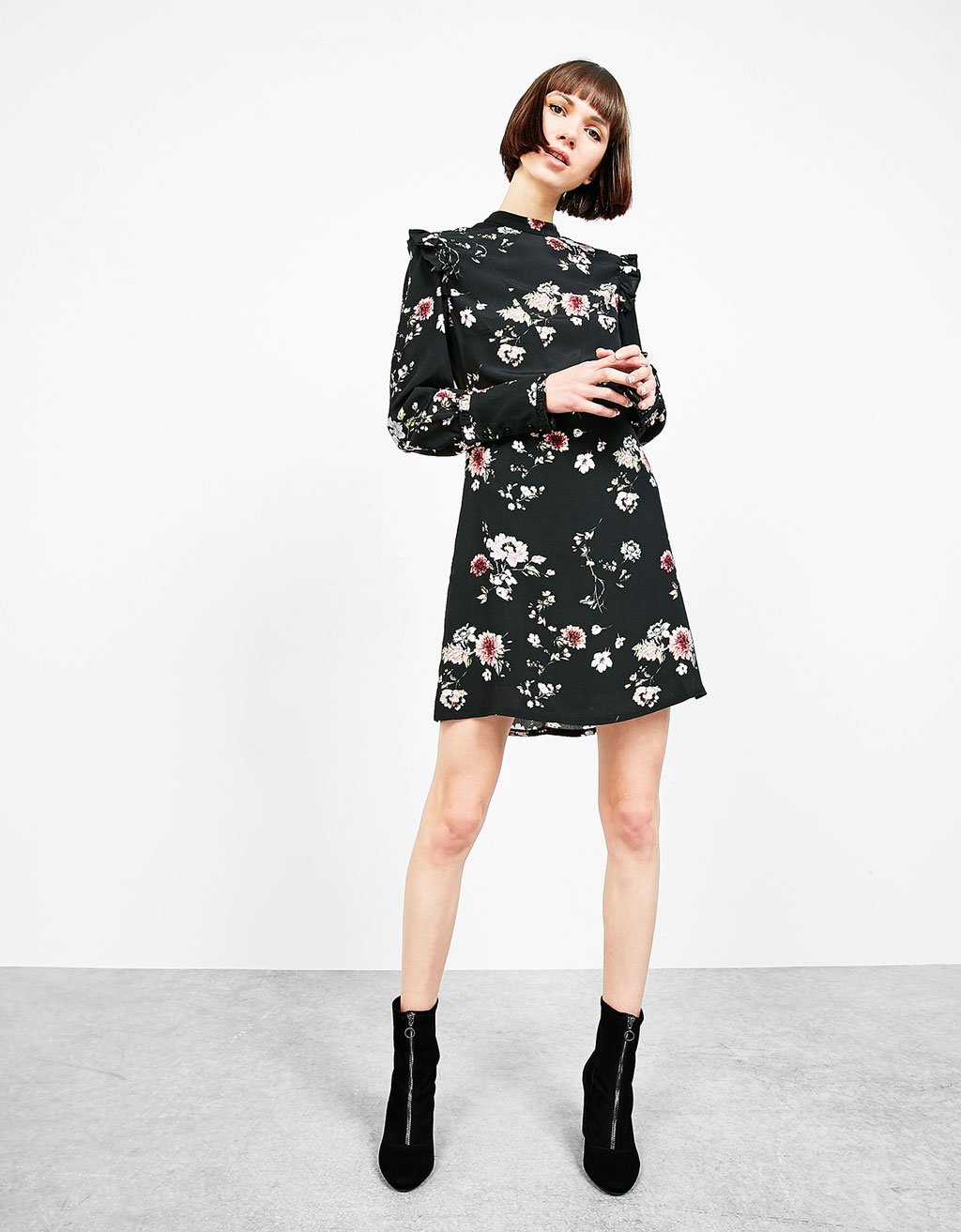 Short floral print dress with frills