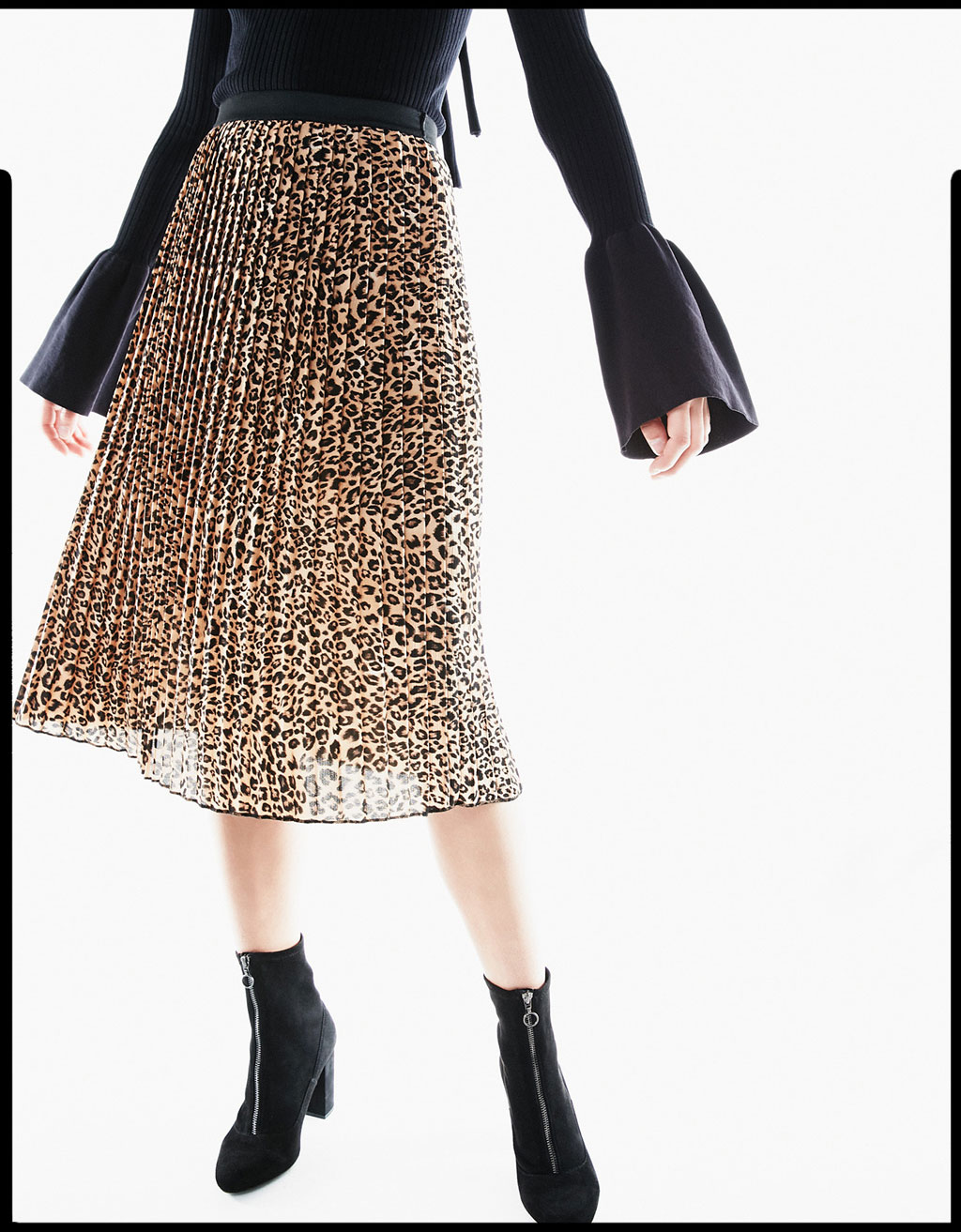 Long pleated leopard skirt