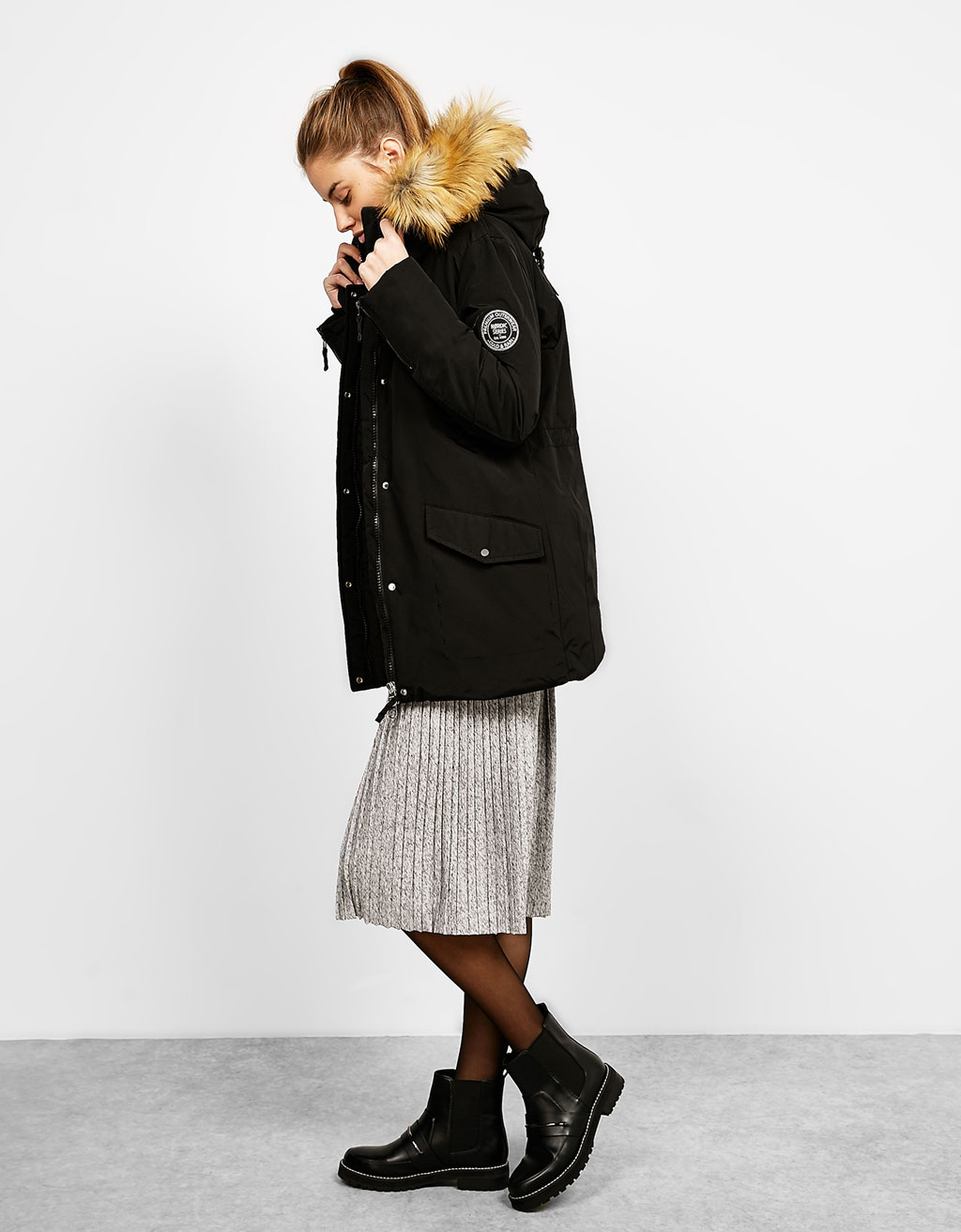 Nylon après ski coat with detachable faux fur hood