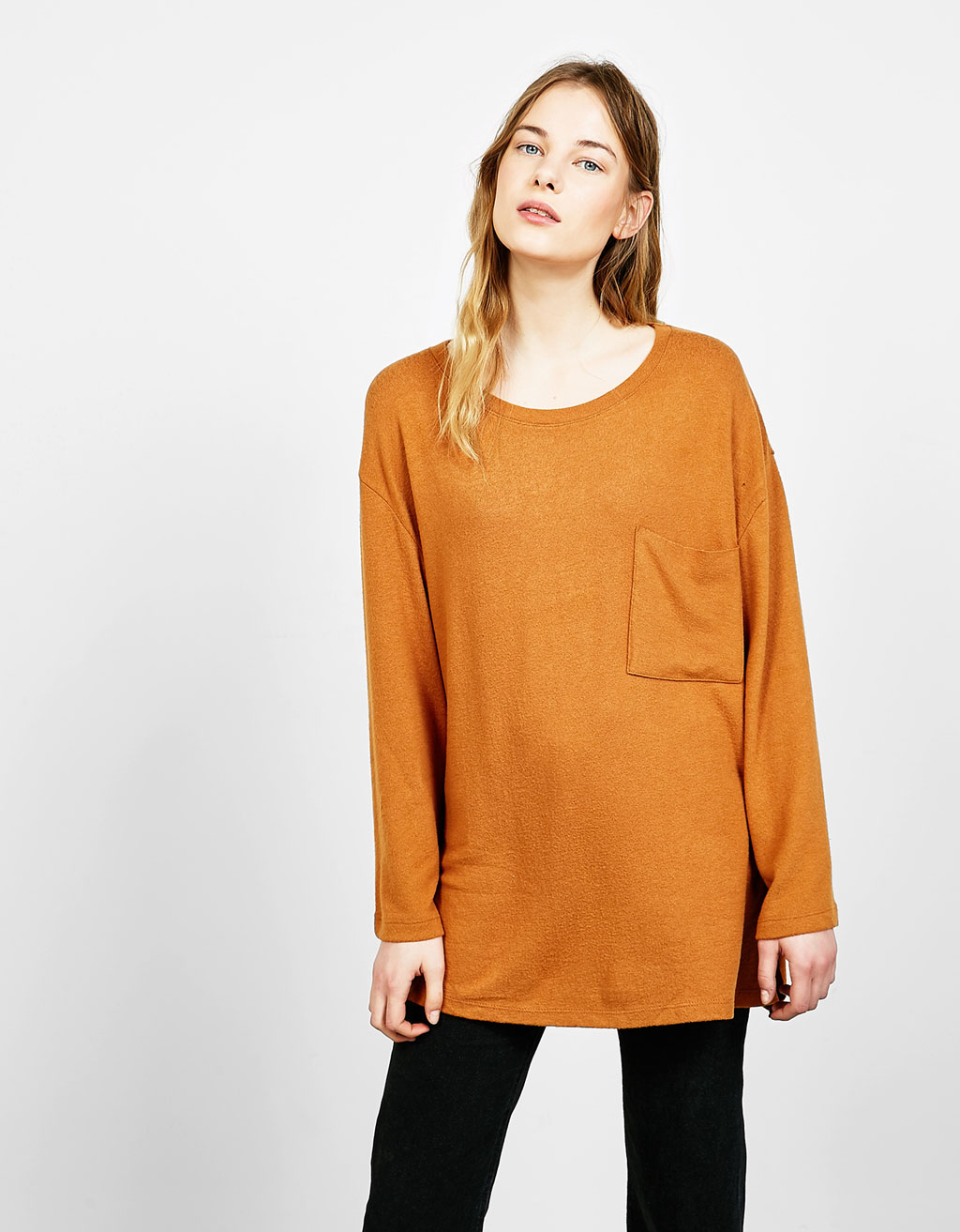 Wide sleeved sweater with pocket
