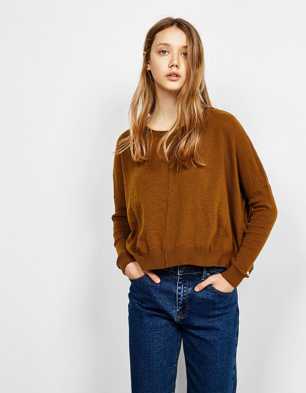 Weiter Pullover mit rundem Halsausschnitt