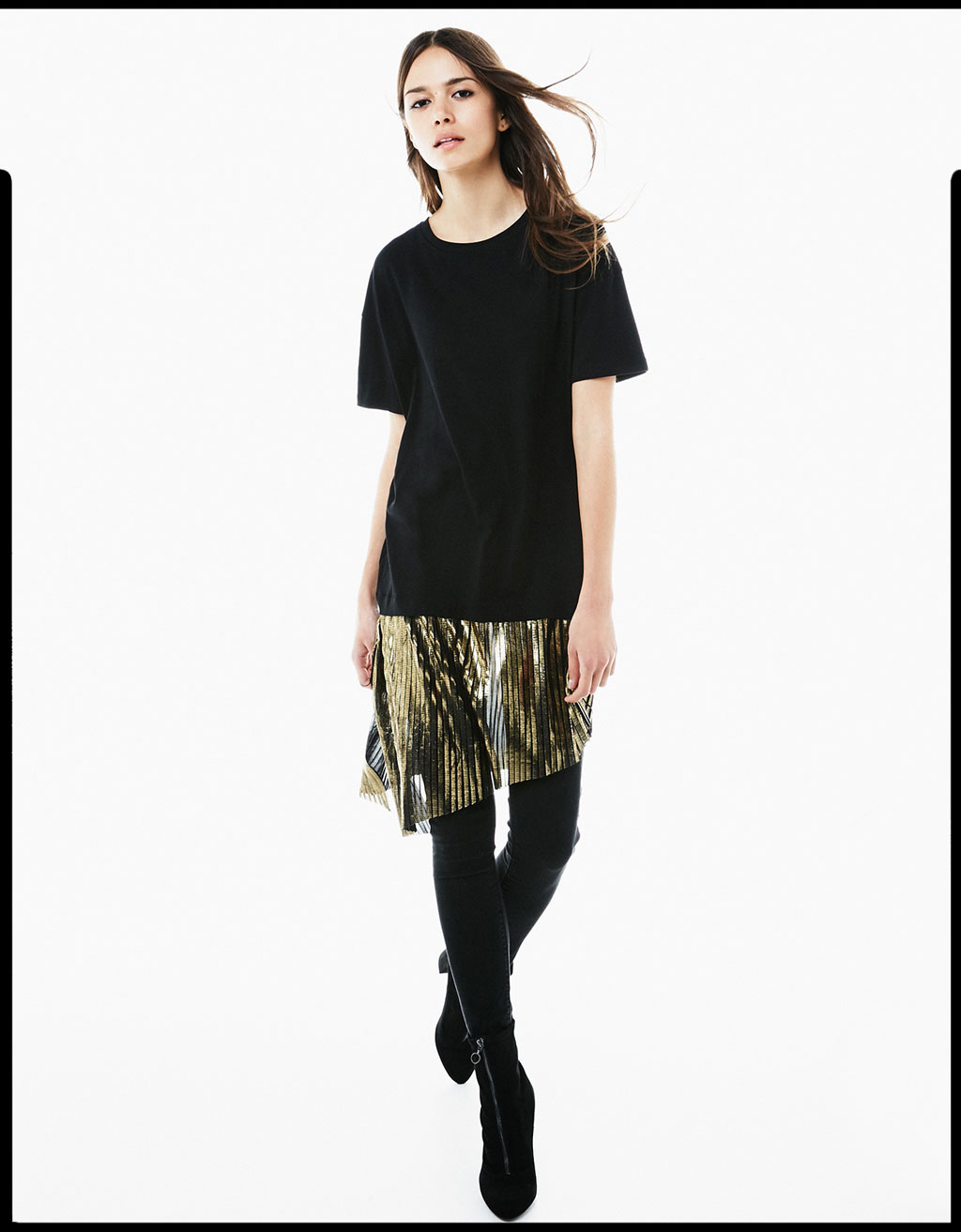 T-shirt with pleated metallic mock-layer hem