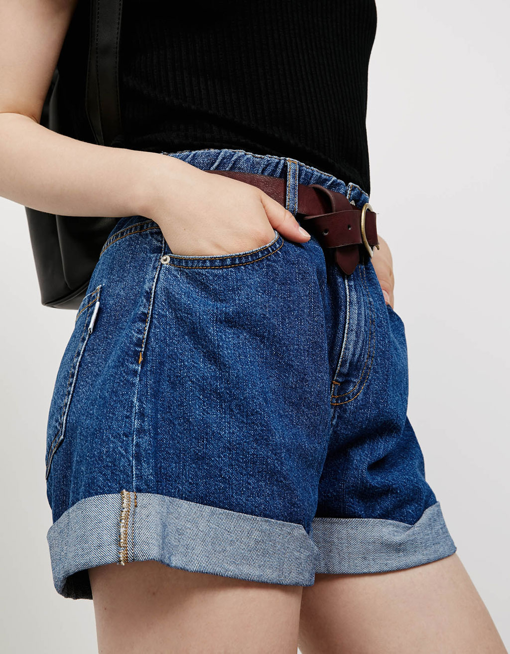 Oversize denim shorts with elastic waits and rolled hems