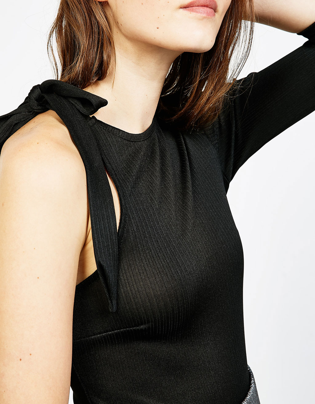 Asymmetric ribbed bodysuit with bow on the shoulder