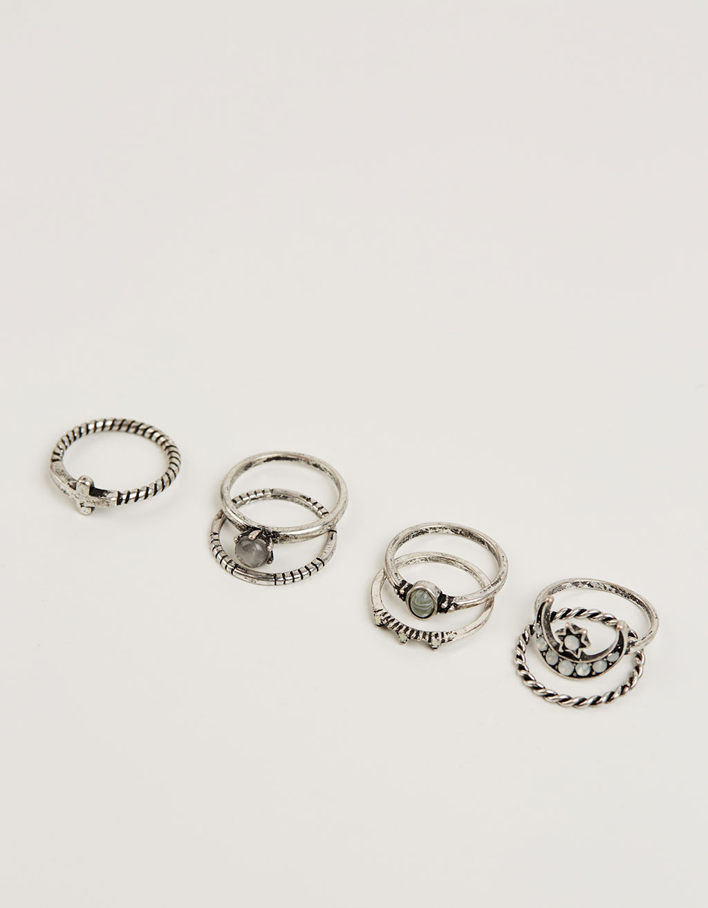 Light grey stone ring set