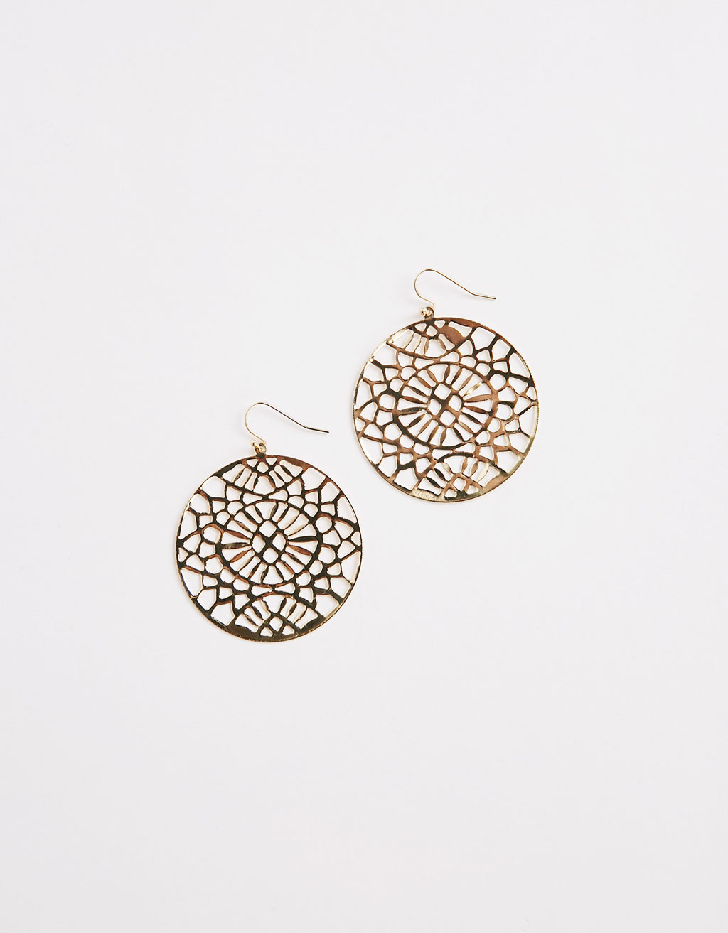 Maxi size embossed round earrings