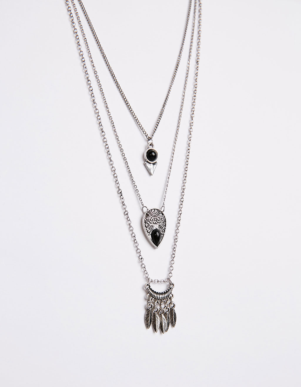Three-twist black stone necklace