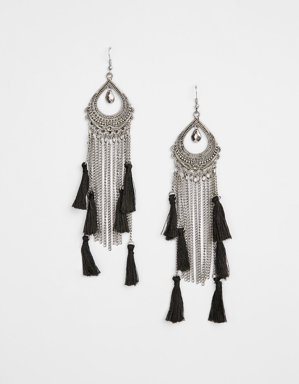 Long earrings with chains and tassels