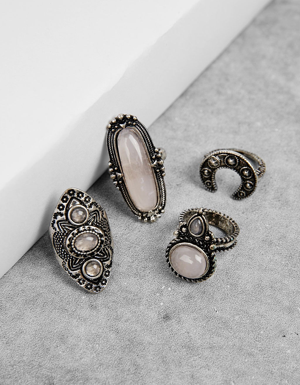 Set of 4 large stone rings