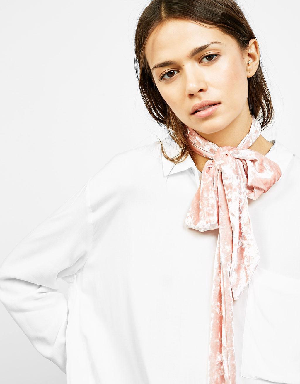 Eșarfă îngustă din catifea tip cravată