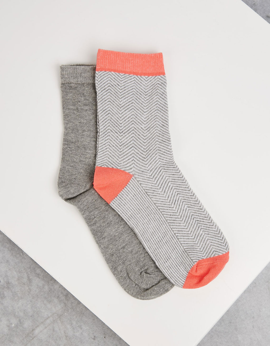 Coral and grey socks (set of 2)
