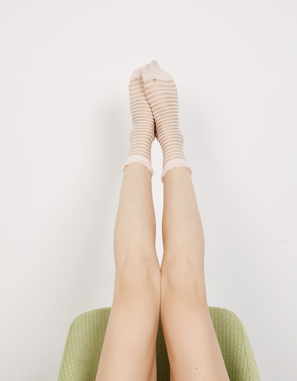 Mid-length transparent pink and black socks (set)