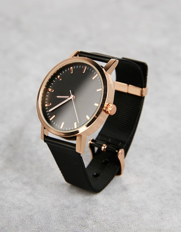 Uhr mit schwarzem Mesh-Uhrband