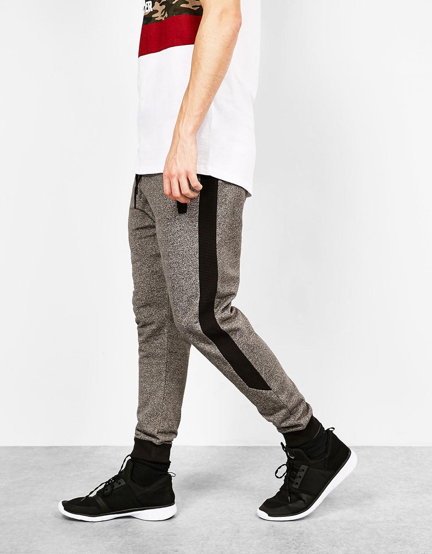 Pantalón jogger contrastes