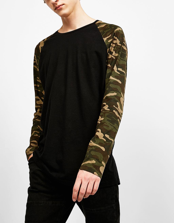 T-shirt manches raglan à imprimé camouflage
