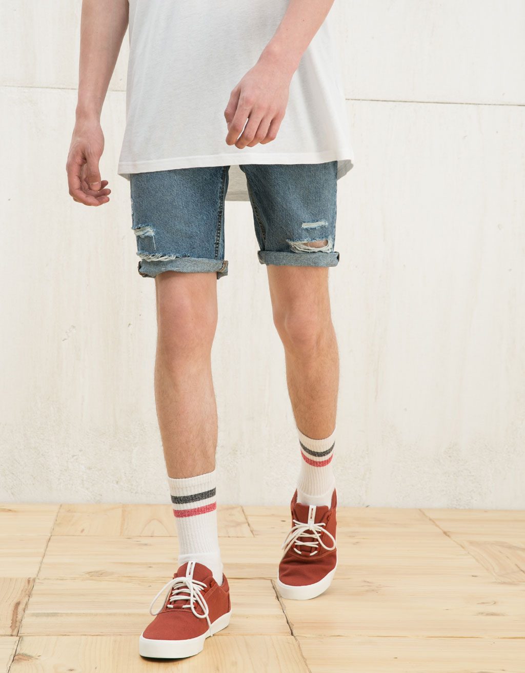 Ripped vintage denim bermudas
