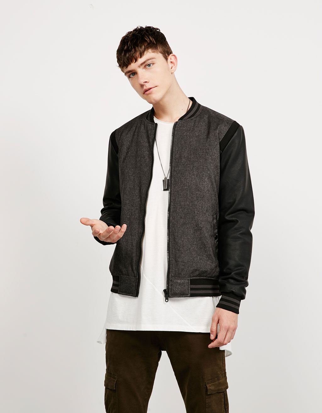 Contrasting sleeve baseball jacket