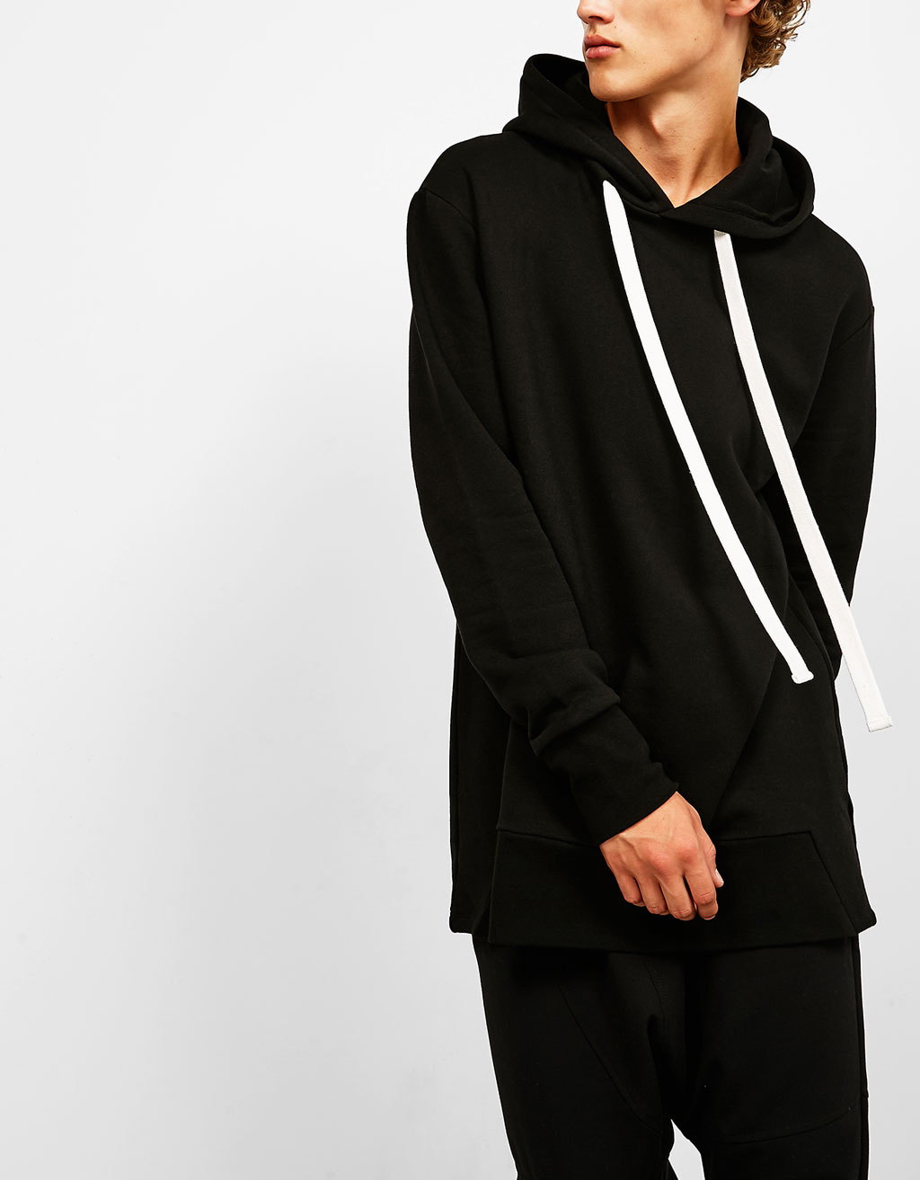 Sweatshirt with hood and white drawstring