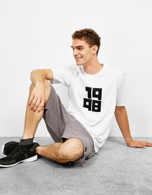 Sportiniai marškinėliai su užrašu