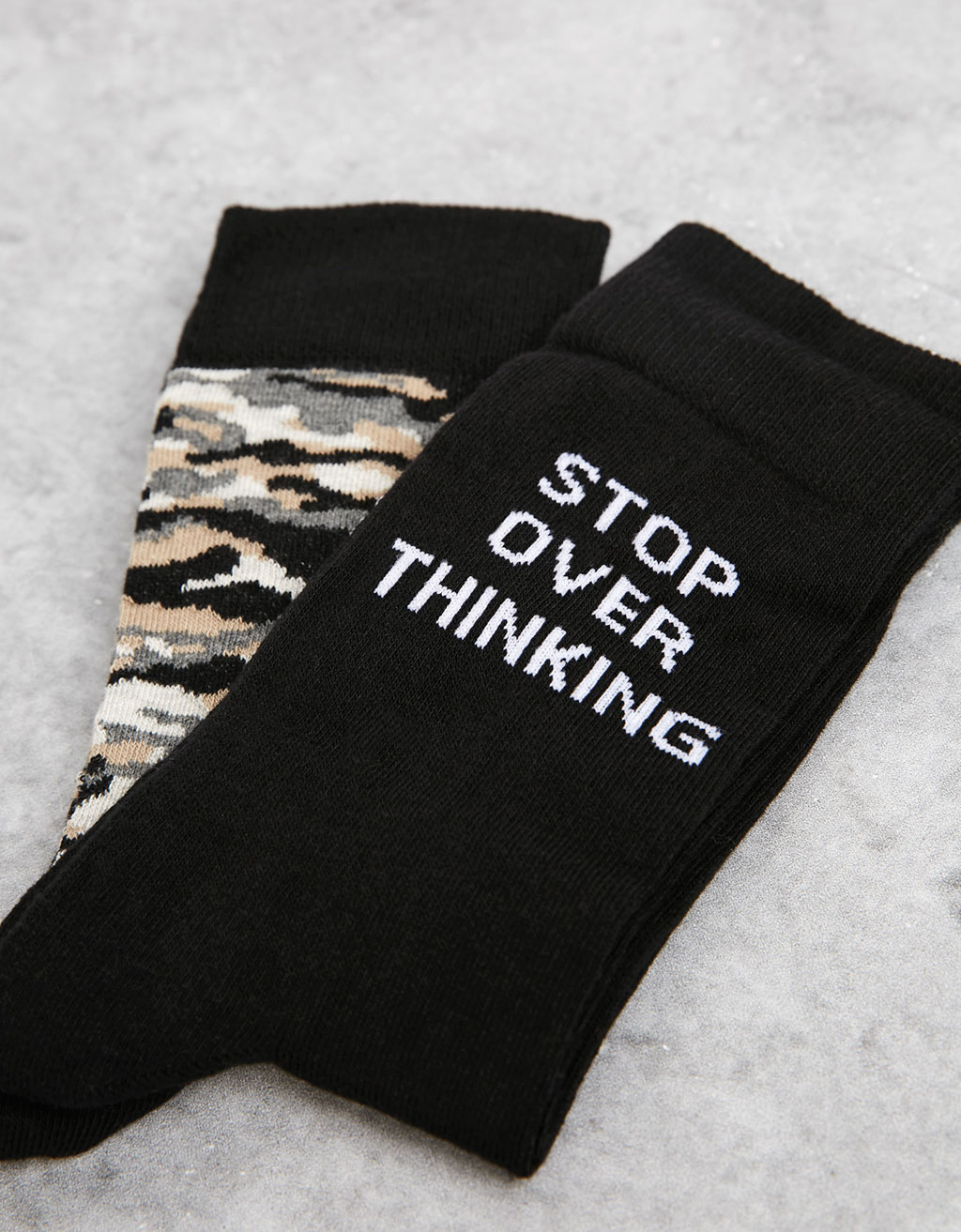 Camouflage and lettering socks (set of 2 pairs)