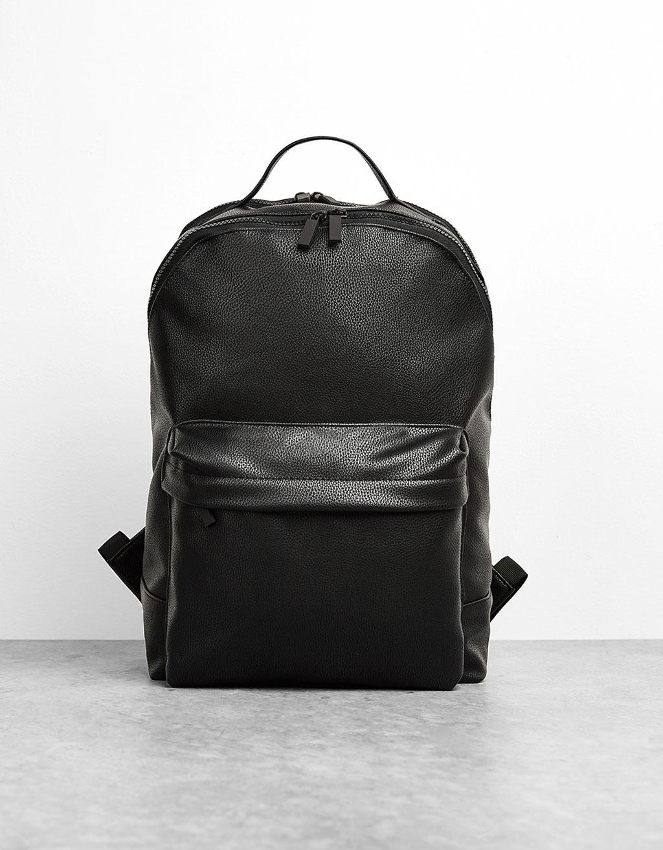 Рюкзак, декорированный молниями