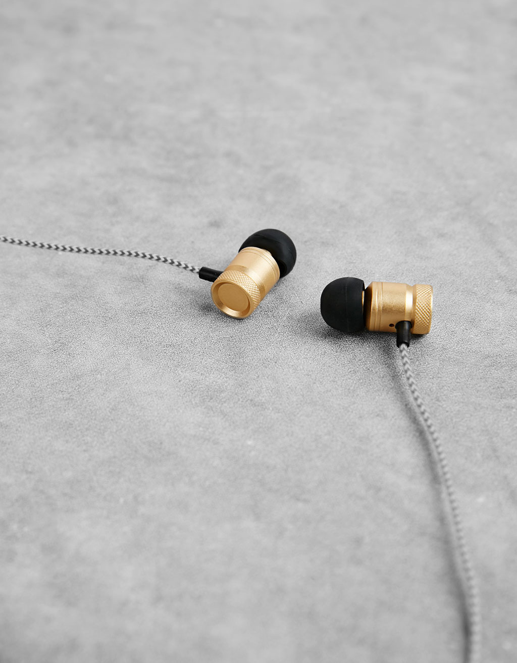 Metal earphones