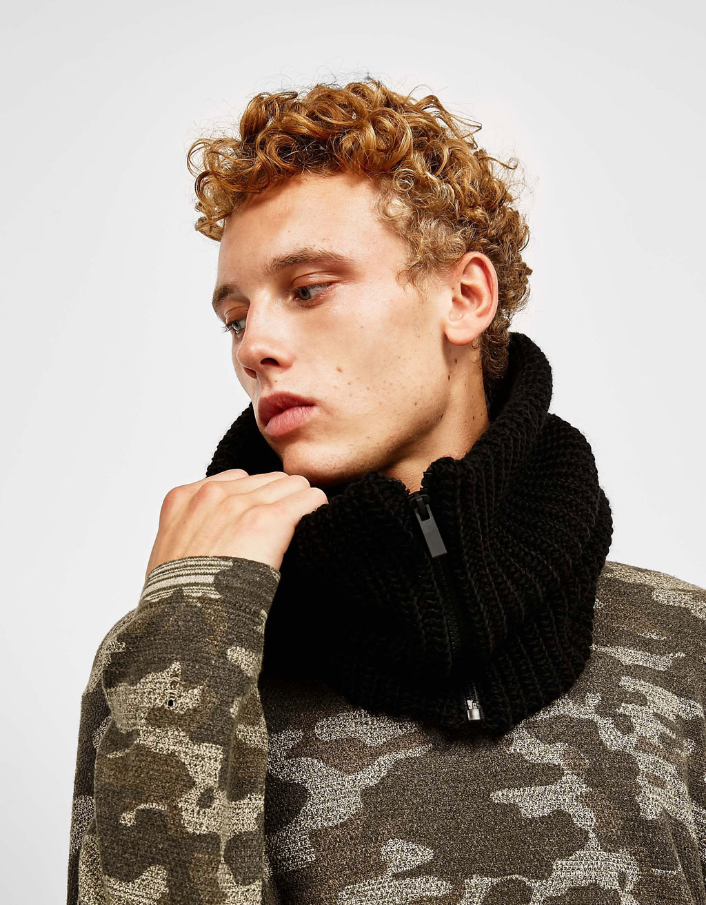 Zipped snood