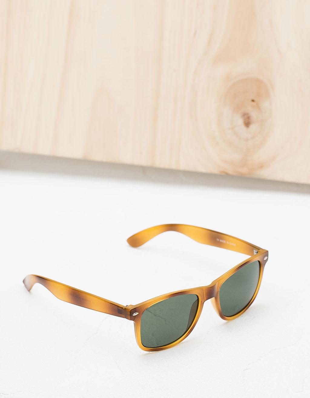 Plastic tortoise glasses