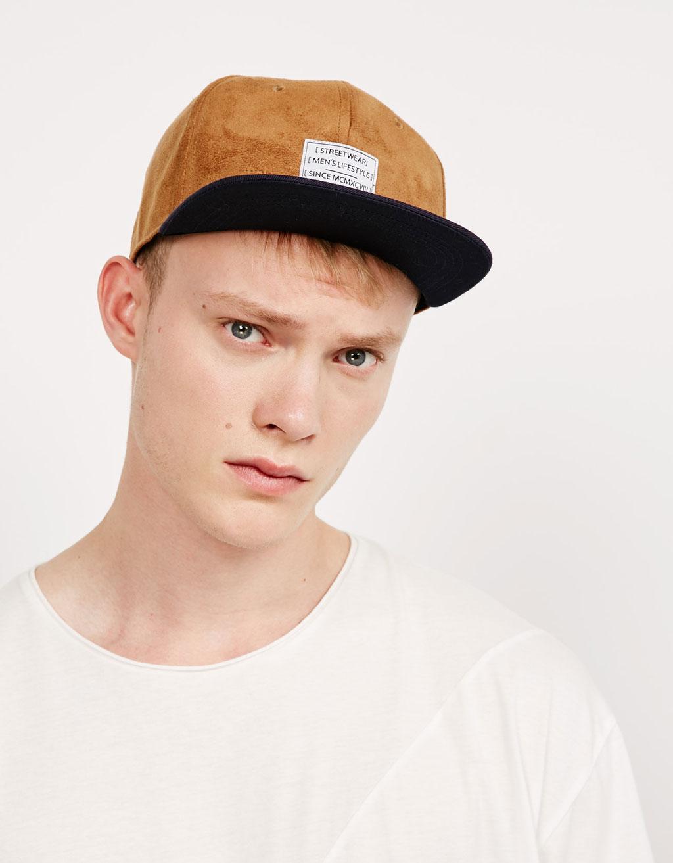 Contrasting visor cap