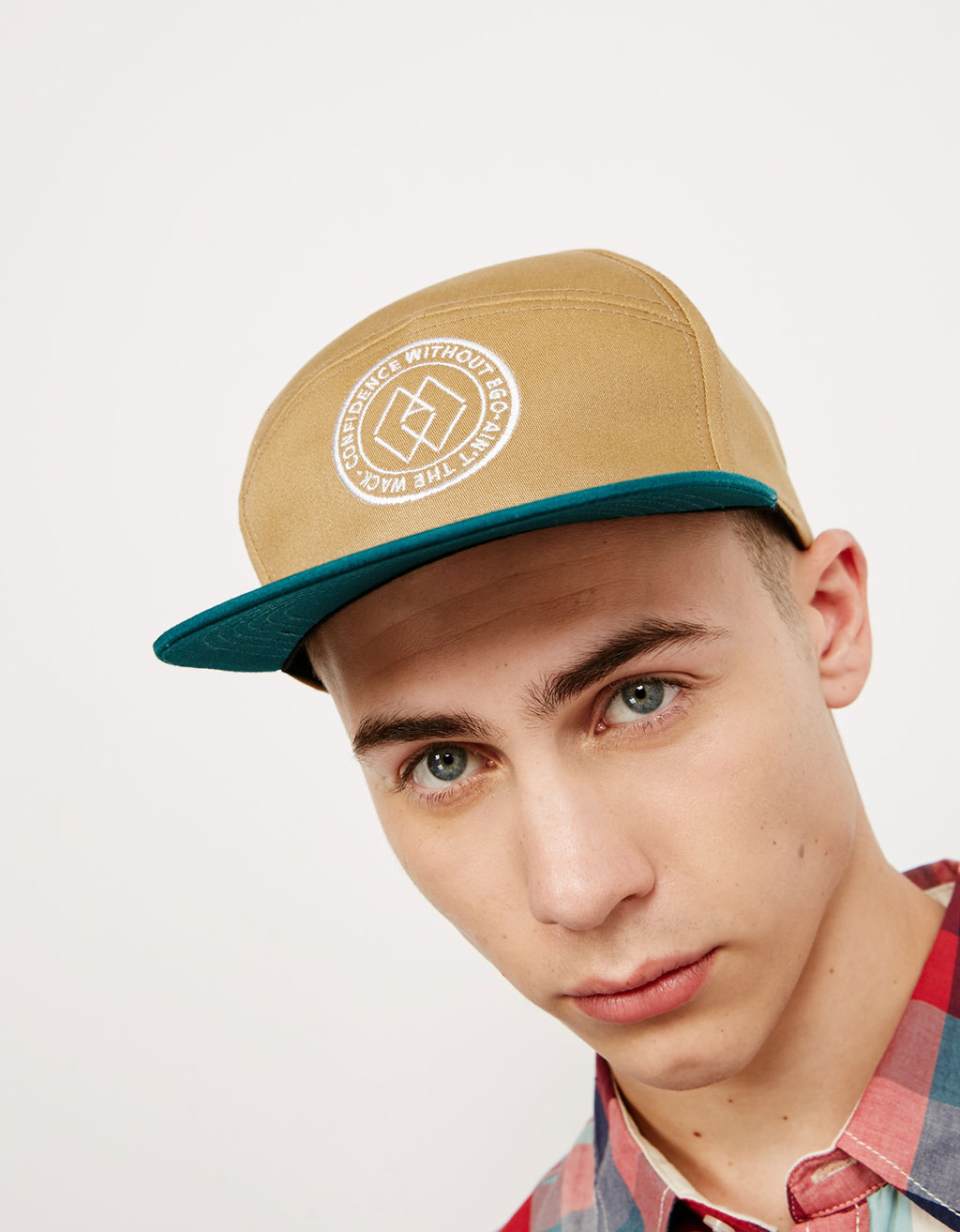 Embroidered cap with contrasting visor