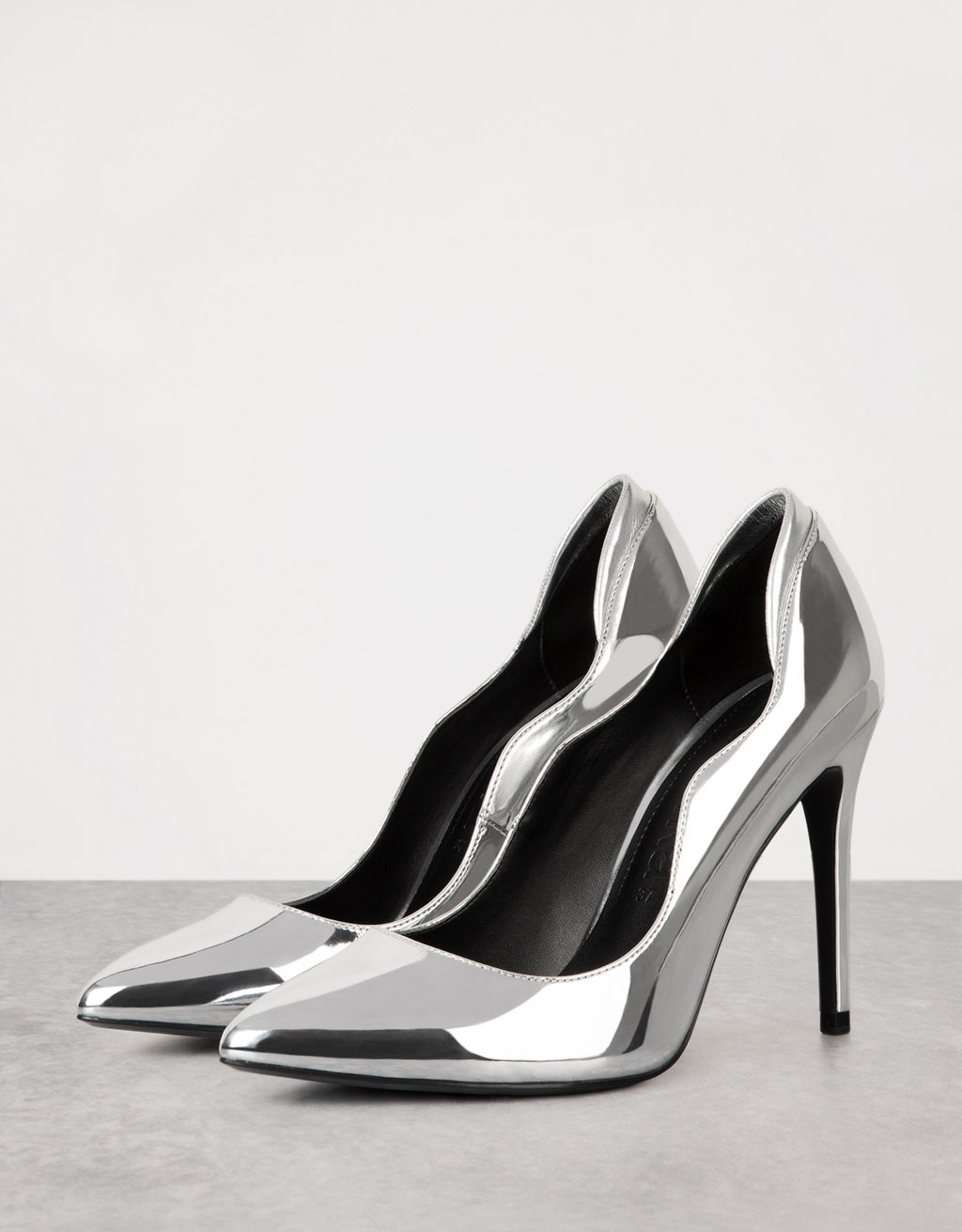 Metallic stiletto scalloped shoes