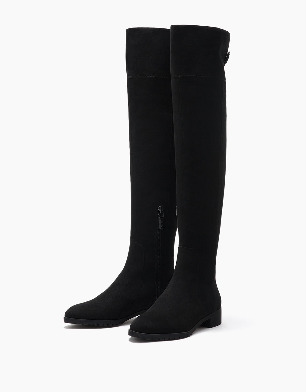 Tight-fitting flat, tall boots