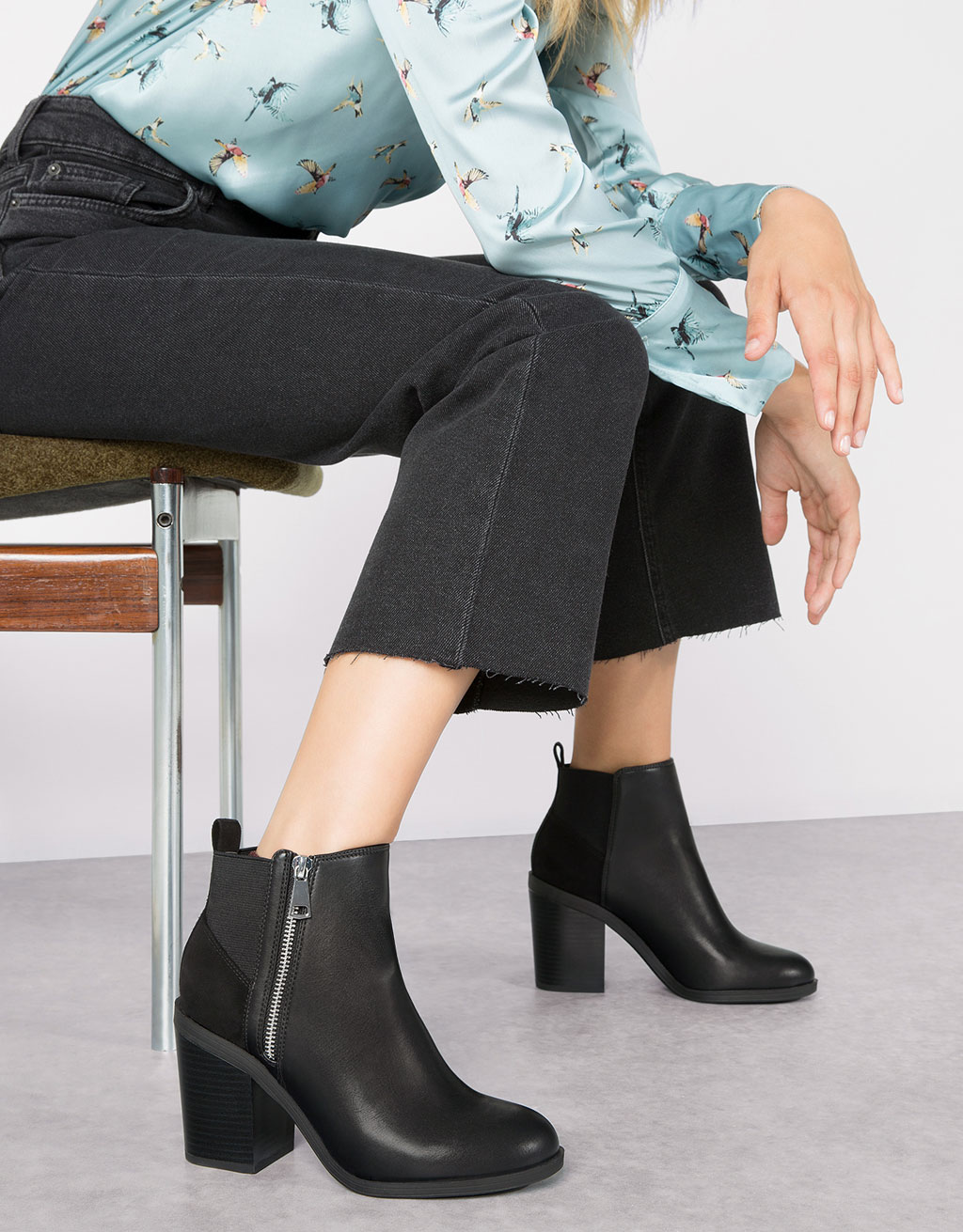 Mid heel combined elastic ankle boots